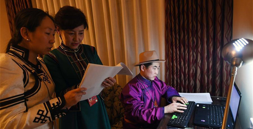 Ethnic languages services provided during China's 'two sessions'