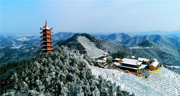 Wintry scenes at Baiyun temple