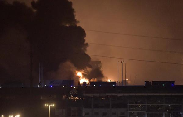 Explosion rocks Tianjin