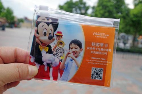 An autumn and winter seasonal pass to Shanghai Disneyland.