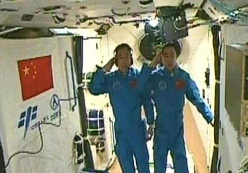 Shenzhou-11 docks with Tiangong-2 space lab