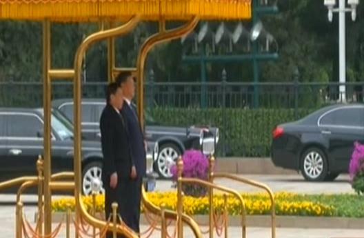President Xi Jinping meets Philippine president in Beijing