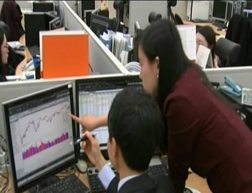 S. Korean investors favor tech, retail stocks