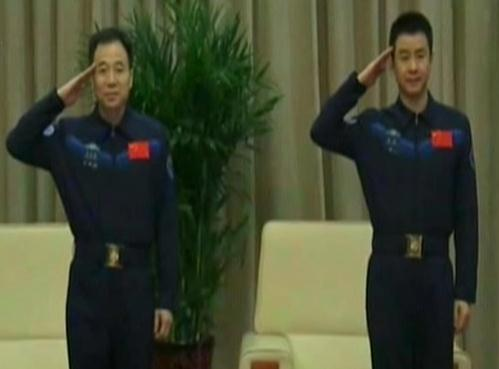 Shenzhou-11 astronauts recount time in orbit