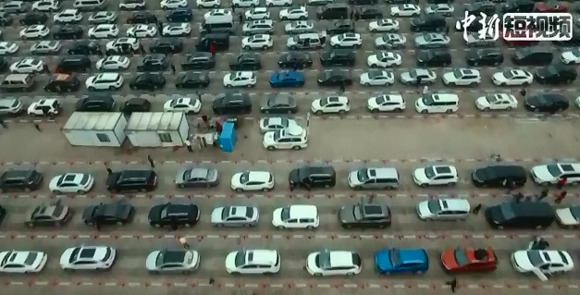 Aerial view of stranded vehicles in Hainan