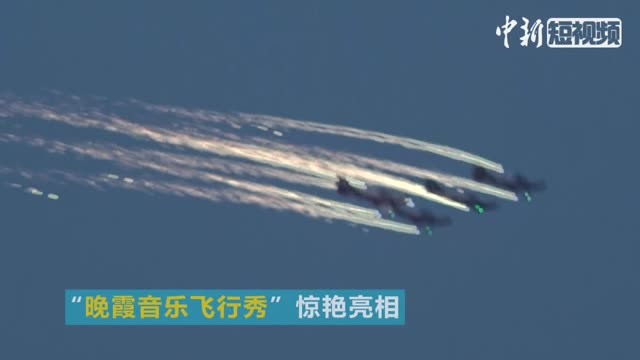 Aerobatic teams soar at Zhengzhou Air Show