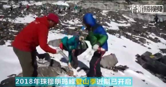 Take a look! How Qomolangma rubbish is handled