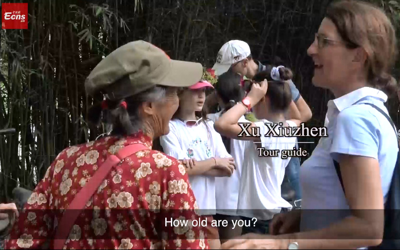 74-yr-old tour guide greets visitors in 12 tongues
