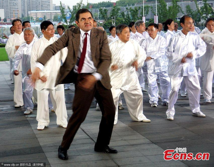 Mr.Bean tries square dancing in Shanghai