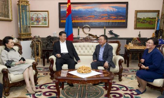 President Xi holds talks with Mongolian counterpart in Ulan Bator