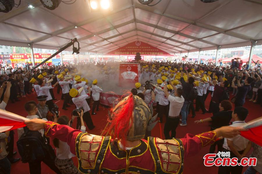 'Noodle gala' celebrated by thousands in NW China city