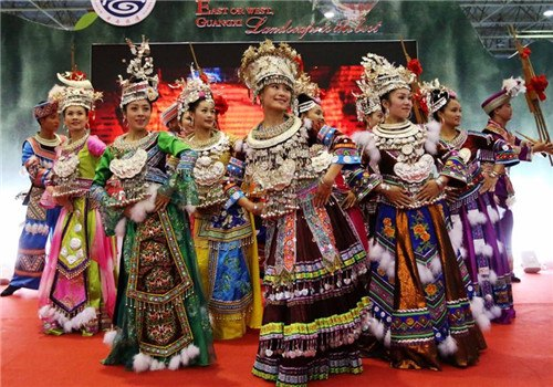 Actors perform in 5th China Guilin Intl Tourism Expo