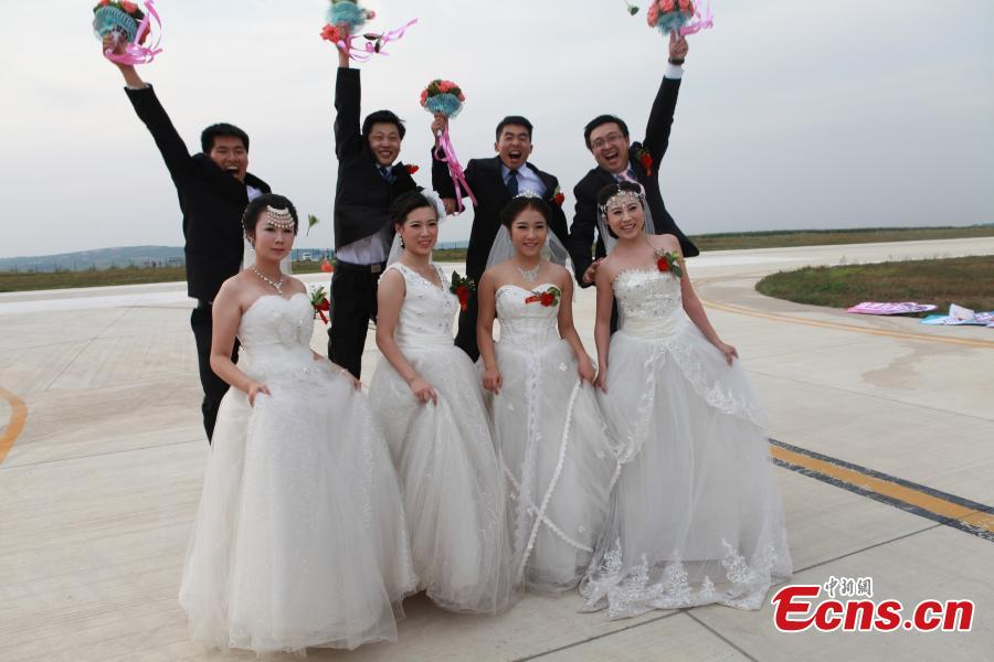 Couples tie the knot at in-flight wedding ceremony