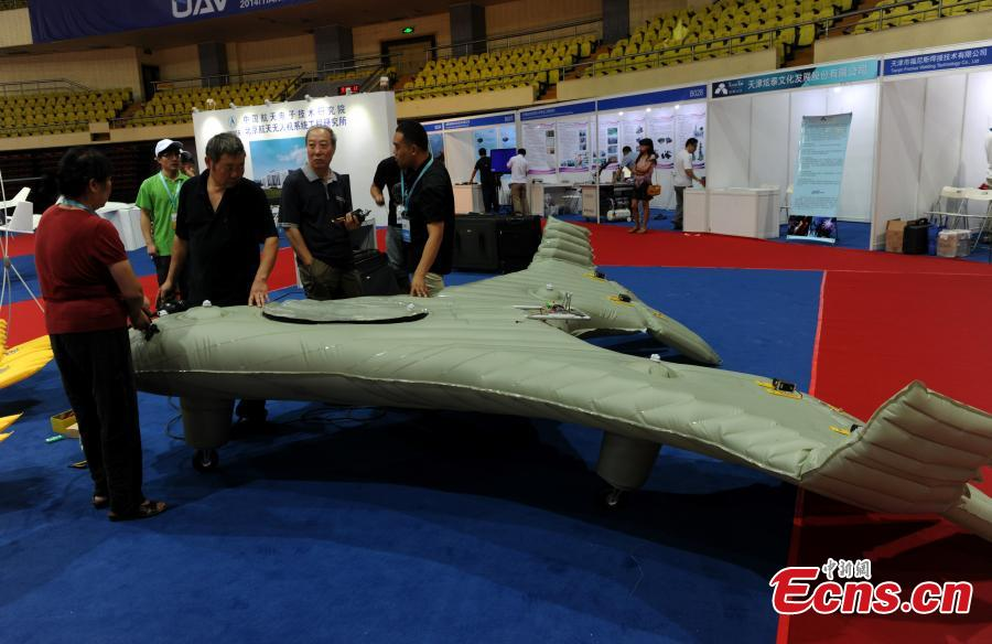 China��s inflatable plane makes debut at Tianjin exhibition