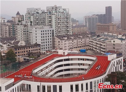 Zhejiang's school builds China's first running track on roof