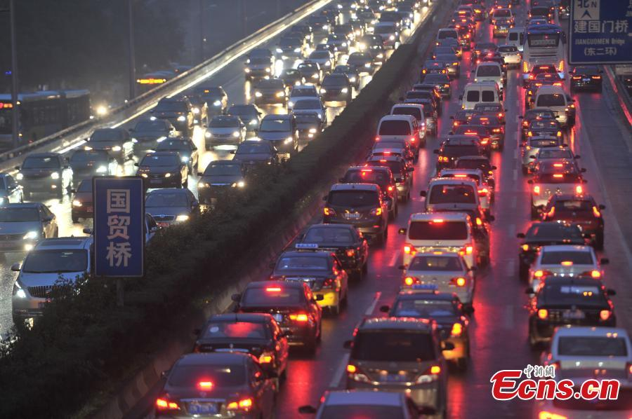 'Traffic hell' in Beijing amid heavy rain