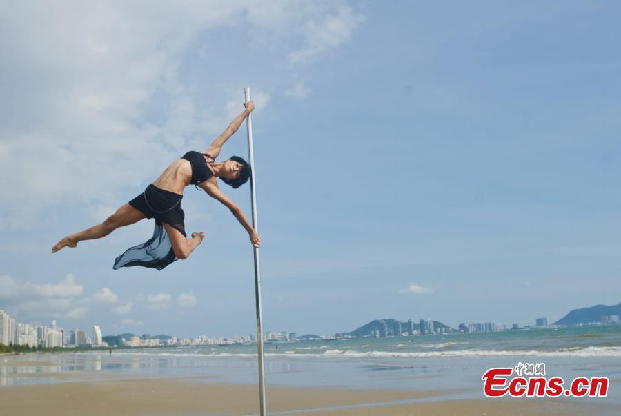 China's top pole dancer shows stunts on beach