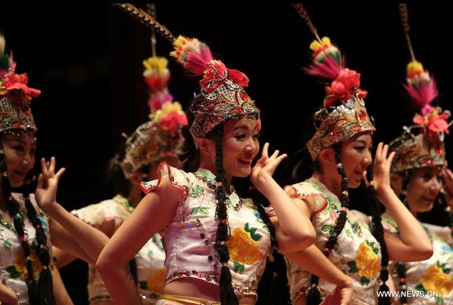 Chinese artists perform in Panama