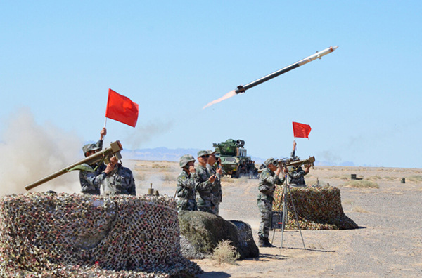 Air defense regiment in ground-air confrontation drill