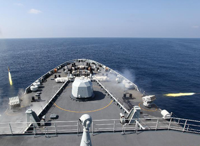 Chinese navy warships conduct air defense exercise in Gulf of Aden