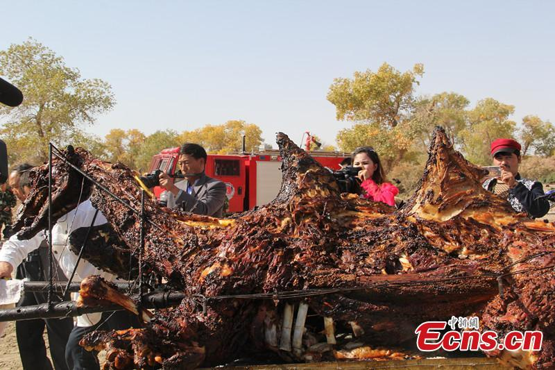 Have a bite on 400-kg grilled camel at Xinjiang massive BBQ