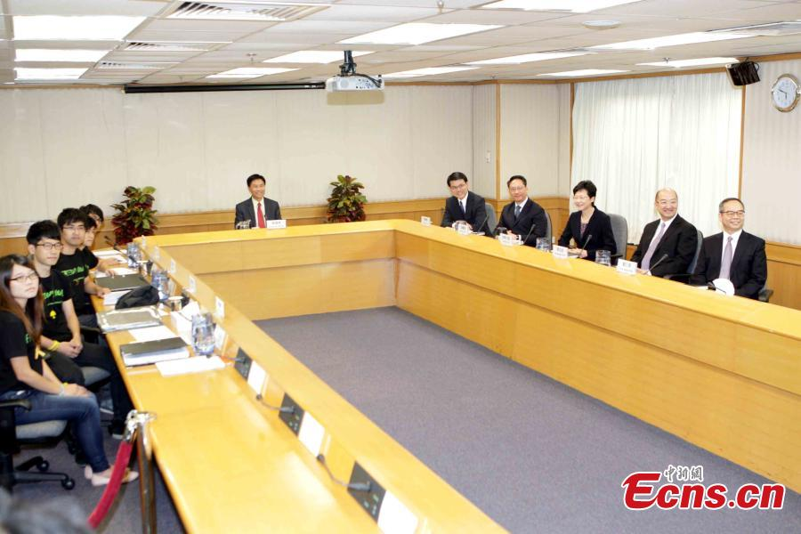 HK govt holds 1st talk with student leaders