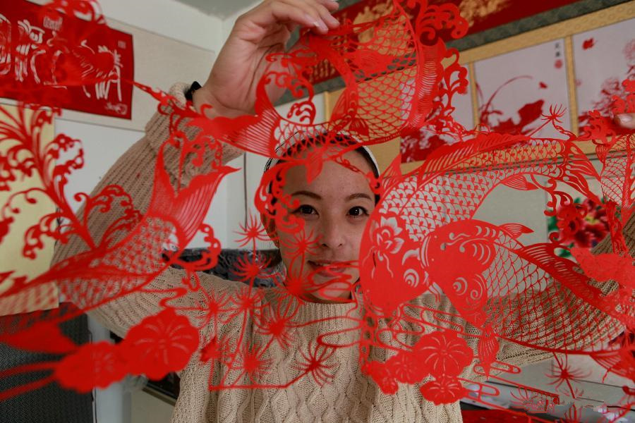 Paper cutting develops into cultural industry in NE China