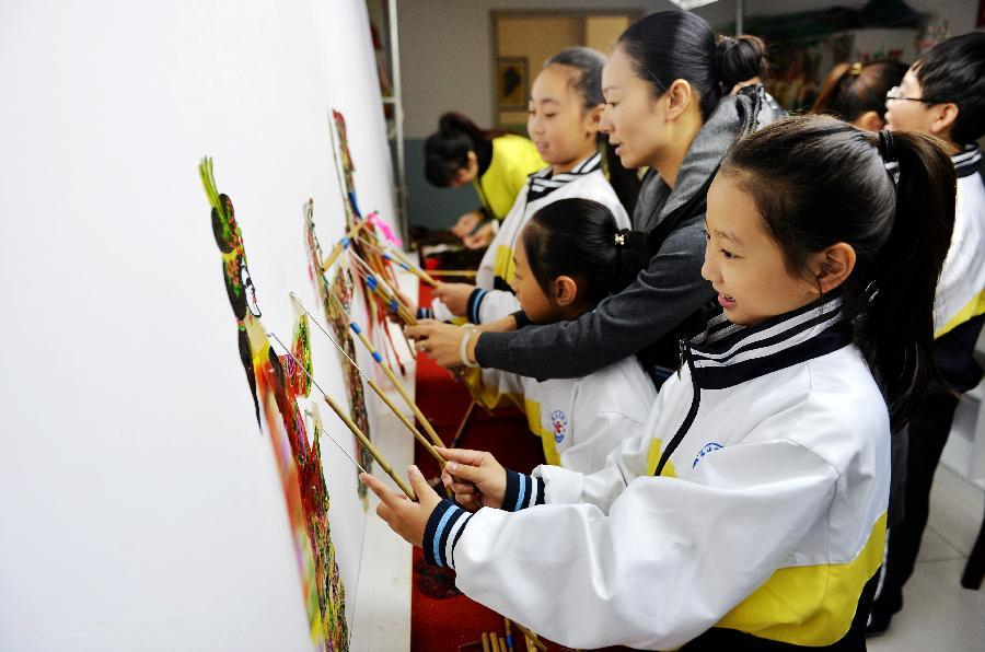 Students learn to make, play shadow puppets in N China