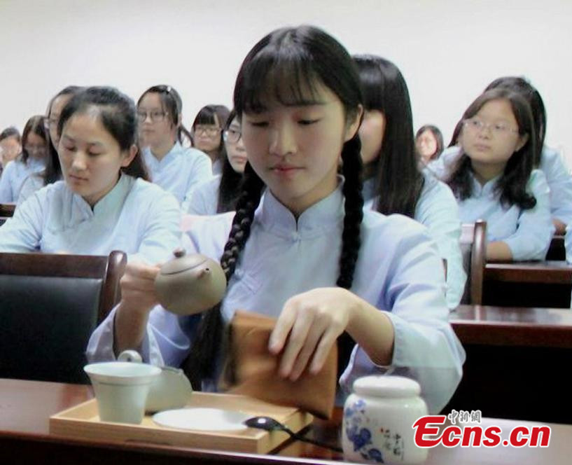University offers etiquette training for female students