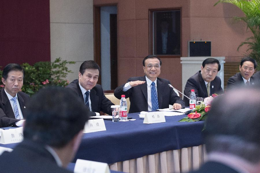 Premier Li meets with representatives attending WIC in Hangzhou