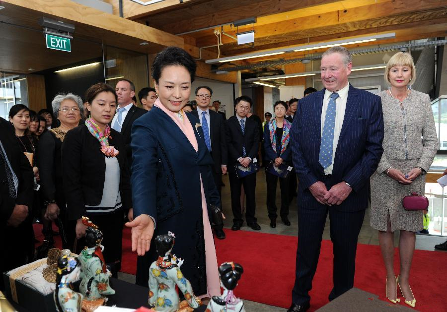 Peng Liyuan visits Massey University in Wellington