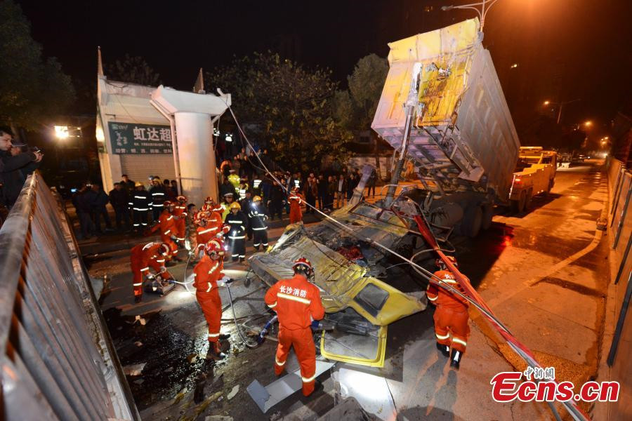 One killed in pedestrian overpass collapse in C China