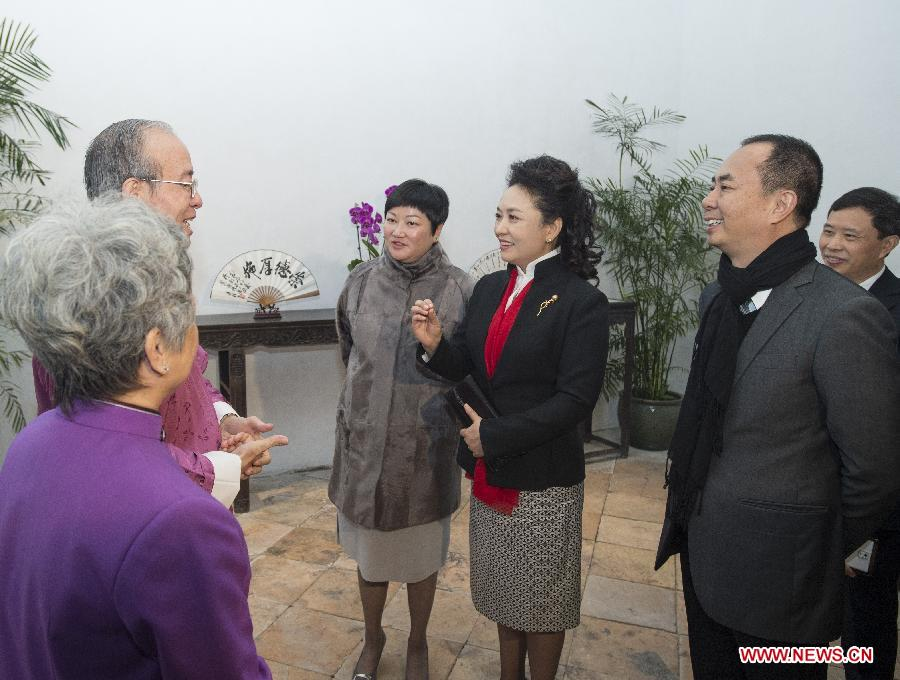 Peng Liyuan visits Family House of Zheng Guanying