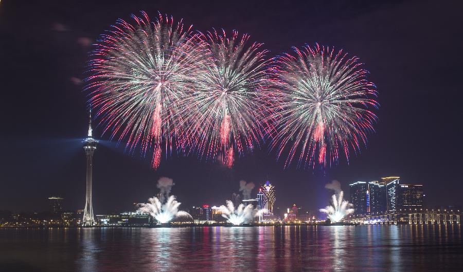 Fireworks show lights up sky of Macao