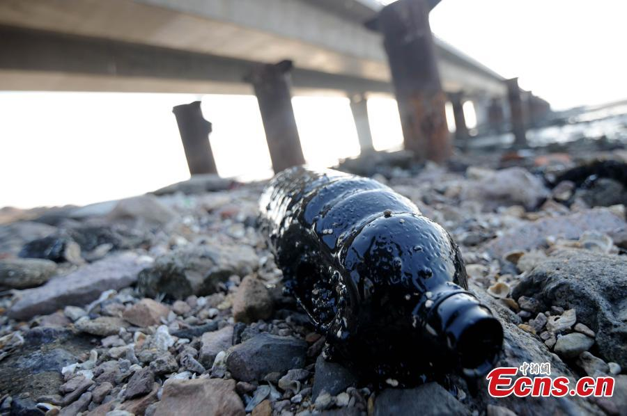 200-m crude oil belt pollutes Jiaozhou Bay