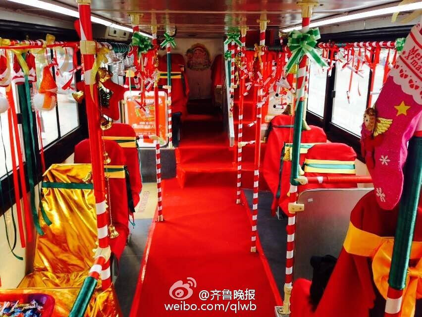 Get free gifts from Christmas bus in E China city