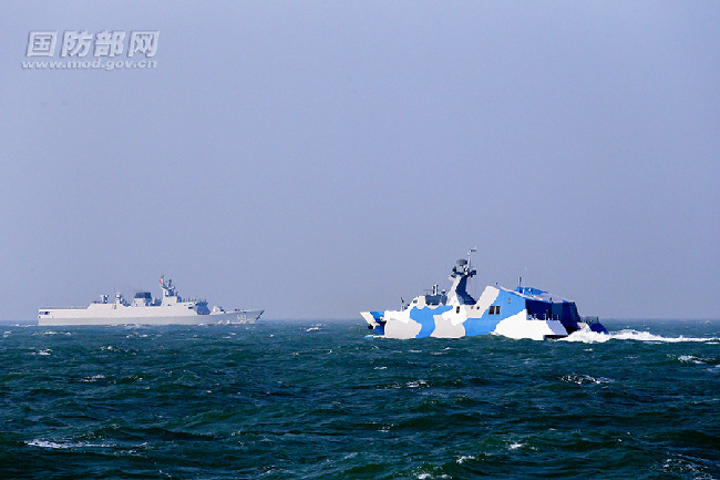 East China Sea fleet conducts live-fire training