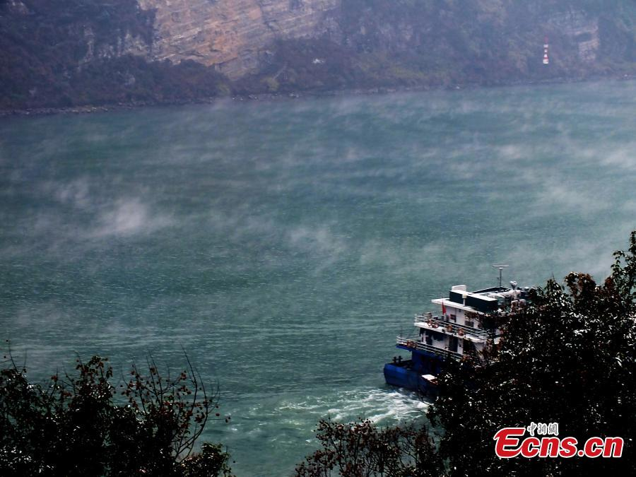 Mist adds charm to Yangze River