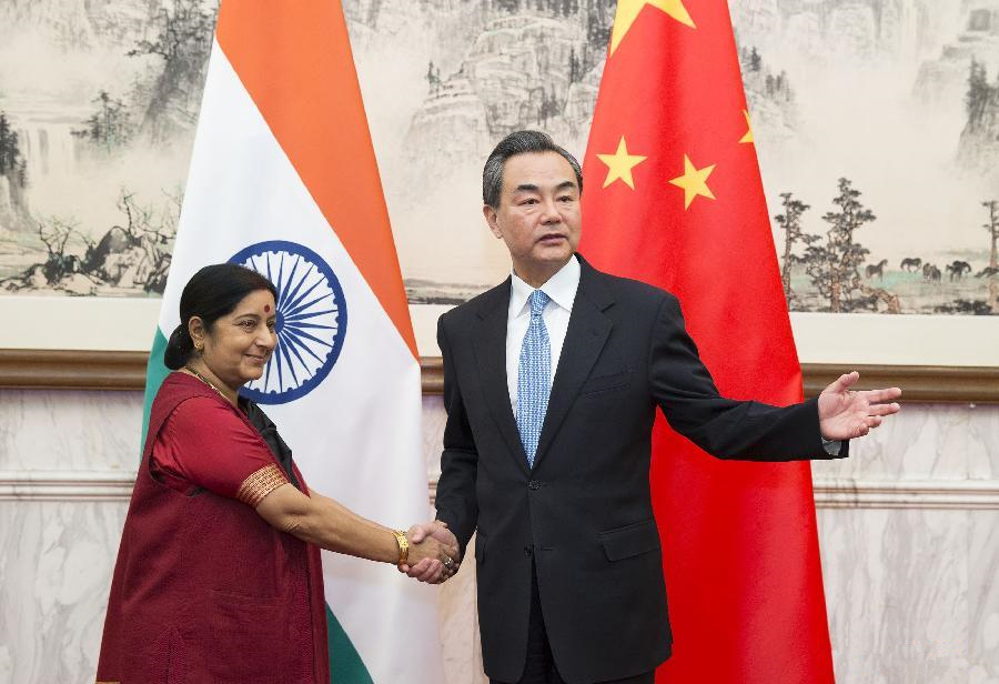 Chinese, Indian FMs hold talks