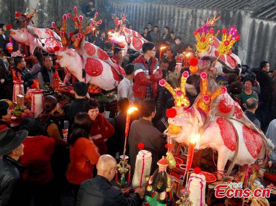 'Pig parade' in South China prays for safety