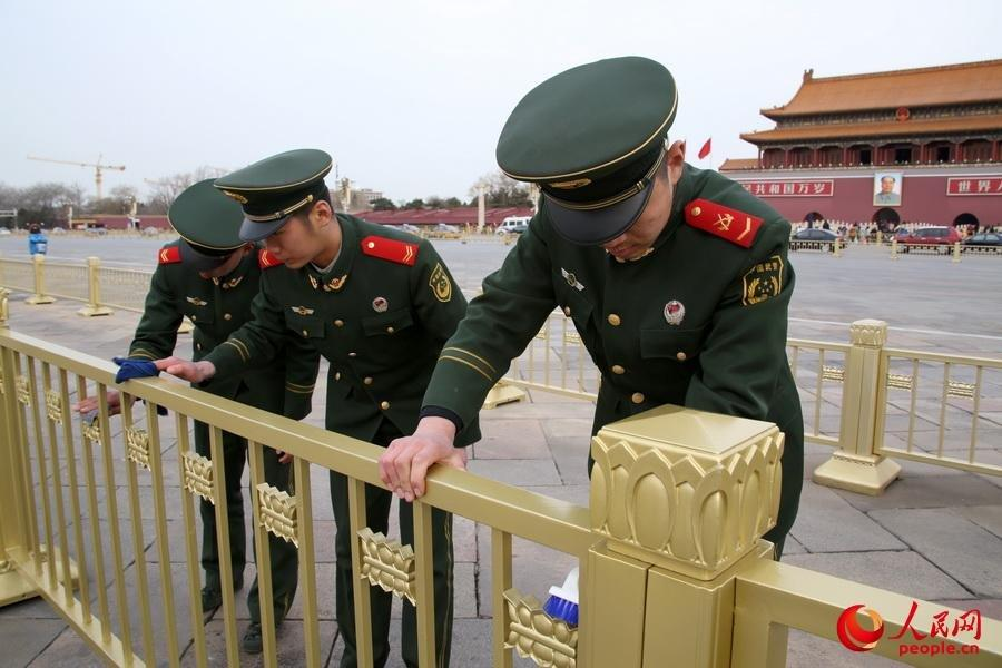 Tiananmen Square cleaned for two sessions