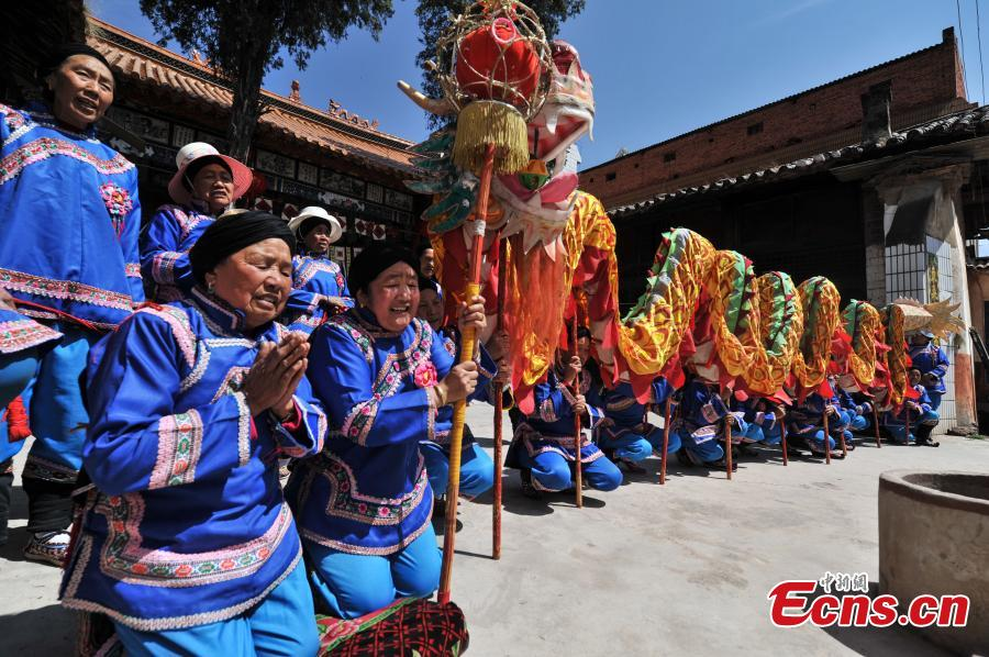 Grannies passionate about dragon dance