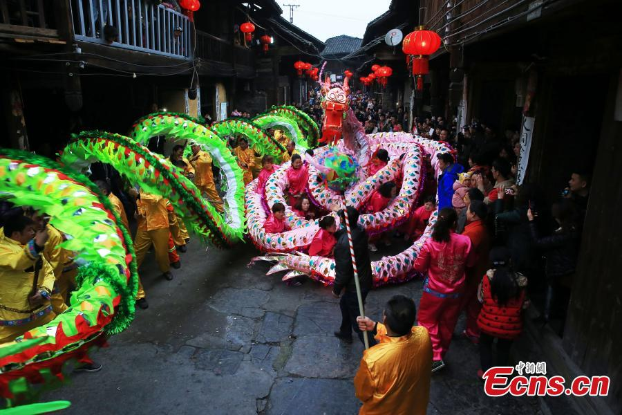 Ancient town sees dragon dance for festival