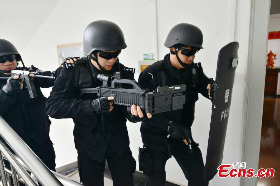 Shanghai police equipped with 'bendable guns'