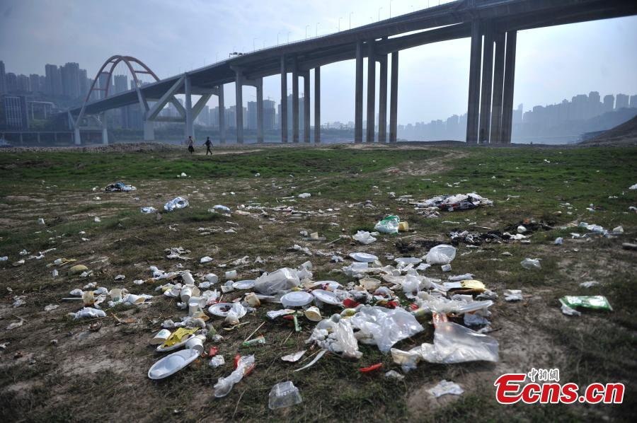 Problems rise while water falls in Yangtze River