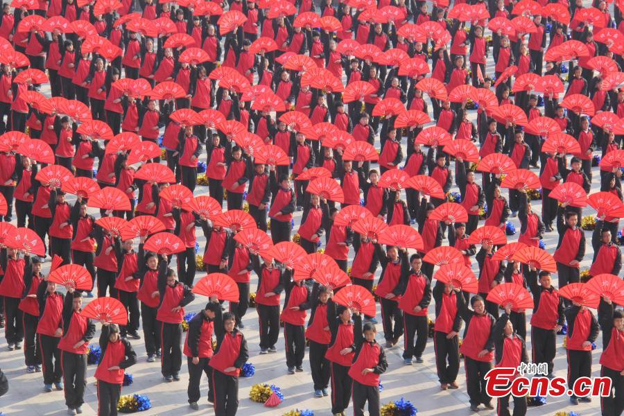 6,700 students perform spectacular exercise set