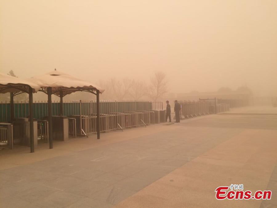 Strong sandstorm hits NW China city