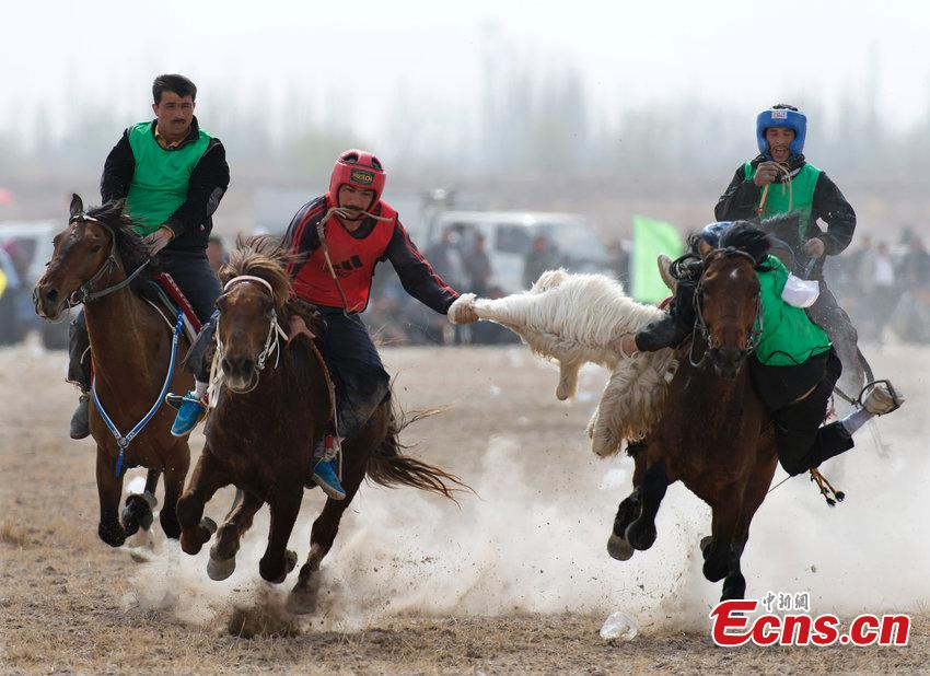 Goat grabbing competition held in Xinjiang