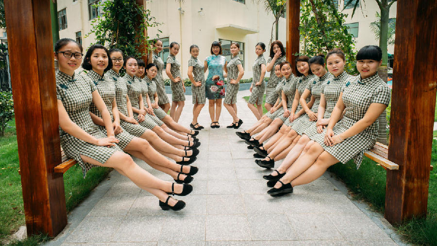 'Chi-pao teachers' found in Guangdong