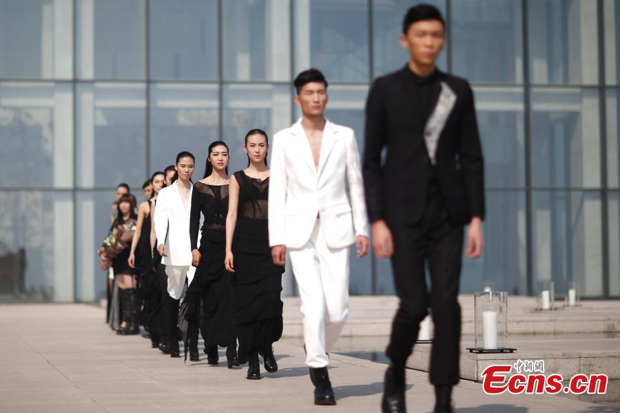 Taiwan designer showcases knitwear in fashion show